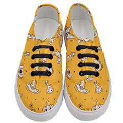 Funny Halloween Party Pattern Women s Classic Low Top Sneakers