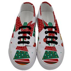 Christmas Tree Decorated Men s Classic Low Top Sneakers