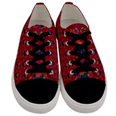 Christmas Pattern Men s Low Top Canvas Sneakers