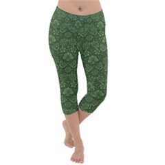 Damask Pattern Victorian Vintage Lightweight Velour Capri Yoga Leggings