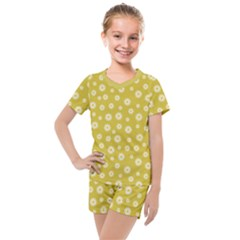 Field Of Daisies  Kids  Mesh Tee And Shorts Set by TimelessFashion