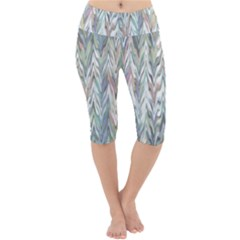 Zigzag Backdrop Pattern Grey Lightweight Velour Cropped Yoga Leggings