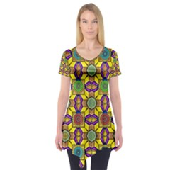 Background Image Geometric Short Sleeve Tunic