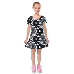 Black White Abstract Flower Kids  Short Sleeve Velvet Dress by retrotoomoderndesigns