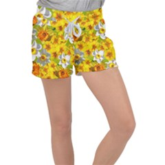 Daffodil Surprise Women s Velour Lounge Shorts