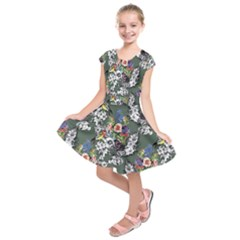 Vintage flowers and birds pattern Kids  Short Sleeve Dress