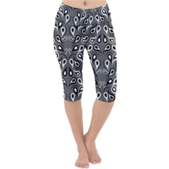 Paisley Pattern Paisley Pattern Lightweight Velour Cropped Yoga Leggings
