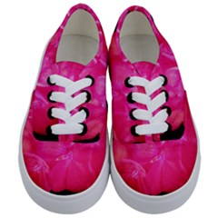 Single Geranium Blossom Kids  Classic Low Top Sneakers