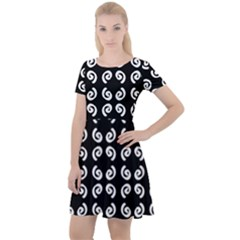 Abstrait Spirale Blanc/noir Cap Sleeve Velour Dress