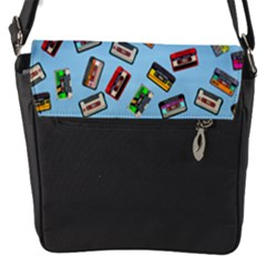 Retro Look Flap Closure Messenger Bag (s)