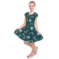 Christmas Seamless Pattern With Candies Snowflakes Kids  Short Sleeve Dress by Vaneshart