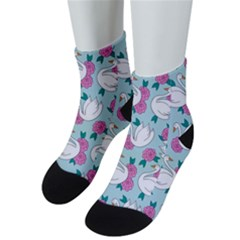 Classy-swan-pattern Men s Low Cut Socks