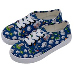 Isometric-seamless-pattern-megapolis Kids  Classic Low Top Sneakers by Vaneshart