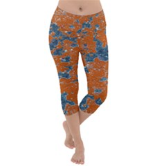 Vivid Grunge Abstract Print Lightweight Velour Capri Yoga Leggings