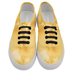 Saffron Yellow Floral Print Women s Classic Low Top Sneakers