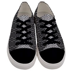 Cairns  Men s Low Top Canvas Sneakers