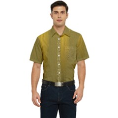 Golden Men s Short Sleeve Pocket Shirt