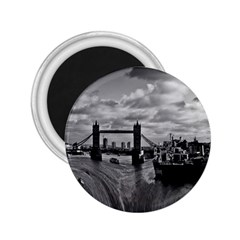 River Thames Waterfall Regular Magnet (round) by Londonimages