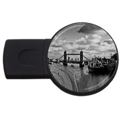 River Thames Waterfall 4gb Usb Flash Drive (round) by Londonimages