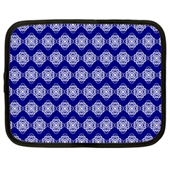 Abstract Knot Geometric Tile Pattern Netbook Case (XXL)