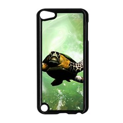 Beautiful Seaturtle With Bubbles Apple iPod Touch 5 Case (Black)