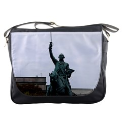 Washington Statue Messenger Bags by trendistuff