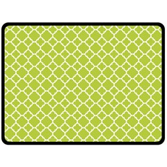 Spring Green Quatrefoil Pattern Fleece Blanket (large)