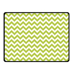 Spring Green & White Zigzag Pattern Fleece Blanket (small)