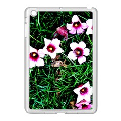 Pink Flowers Over A Green Grass Apple Ipad Mini Case (white)