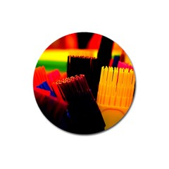 Plastic Brush Color Yellow Red Magnet 3  (round)