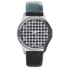Houndstooth1 Black Marble & White Marble Round Metal Watch