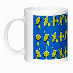 Illusory Motion Of Each Grain Arrow Blue Night Luminous Mugs
