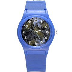 Fractal Wallpaper With Blue Flowers Round Plastic Sport Watch (S)