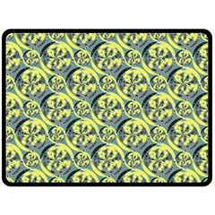 Black And Yellow Pattern Fleece Blanket (large)  by linceazul