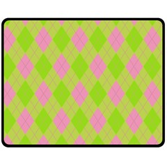 Plaid Pattern Fleece Blanket (medium)