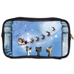 Christmas, Cute Cats Looking In The Sky To Santa Claus Toiletries Bags by FantasyWorld7