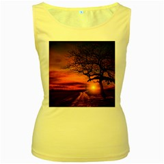 Lonely Tree Sunset Wallpaper Women s Yellow Tank Top