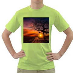 Lonely Tree Sunset Wallpaper Green T-Shirt