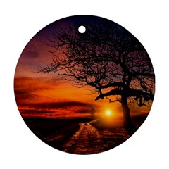 Lonely Tree Sunset Wallpaper Round Ornament (Two Sides)