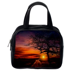 Lonely Tree Sunset Wallpaper Classic Handbag (One Side)
