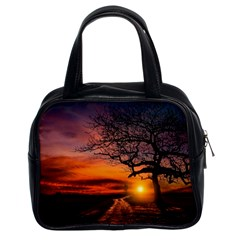 Lonely Tree Sunset Wallpaper Classic Handbag (Two Sides)