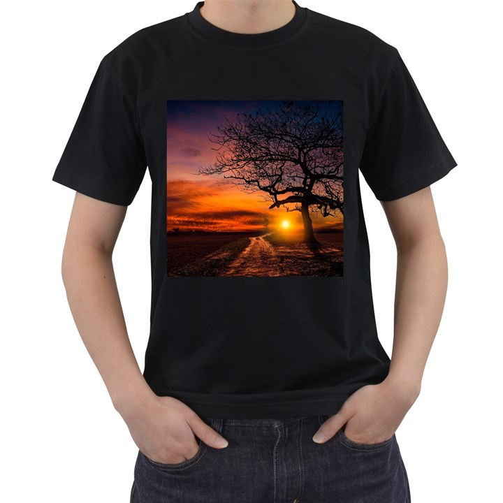 Lonely Tree Sunset Wallpaper Men s T-Shirt (Black)
