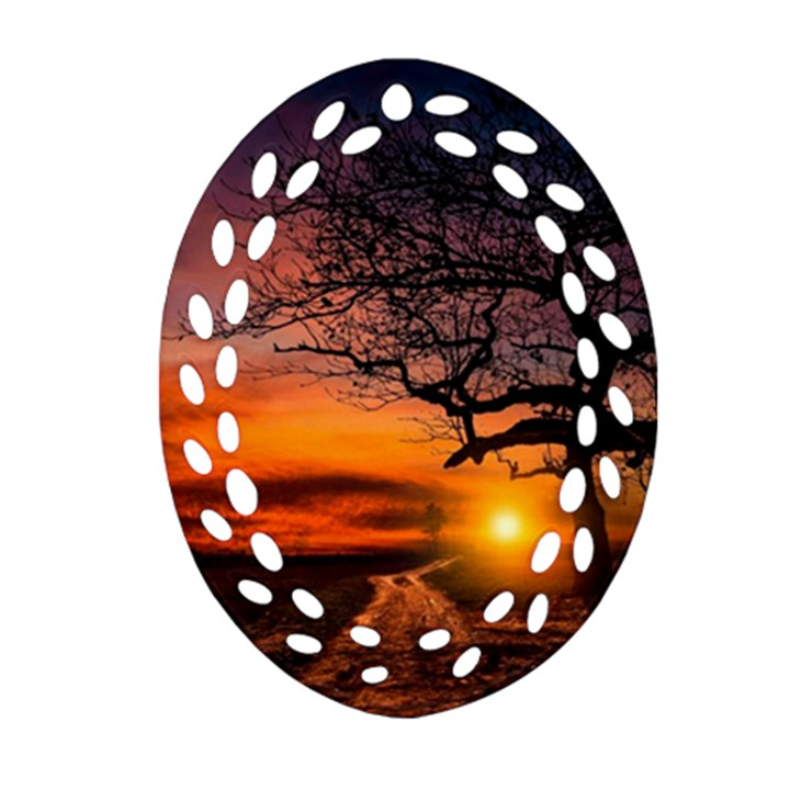 Lonely Tree Sunset Wallpaper Ornament (Oval Filigree)