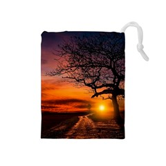 Lonely Tree Sunset Wallpaper Drawstring Pouch (Medium)