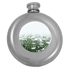 Daisy White Flower Field And Light Blue Sky Round Hip Flask (5 Oz)