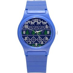 Beautiful Knitted Christmas Pattern Blur Green Round Plastic Sport Watch (s)